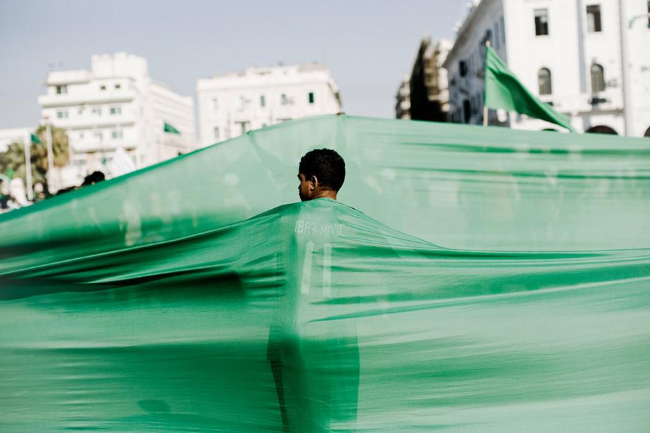 http://uruknet.info/pic.php?f=25libyan-jamahiriya-green-flags-.jpg
